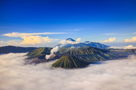 Bromo Vocalno al amanecer, Java Oriental, Indonesia photo