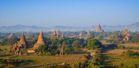 Panorama the  Temples of bagan at sunrise, Bagan Pagan , Myanmar Banco de Imagens