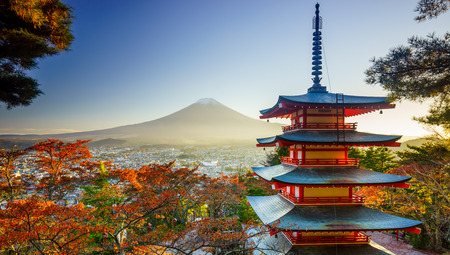 Mt. Fuji with Chureito Pagoda in autumn, Fujiyoshida, Japan 版權商用圖片