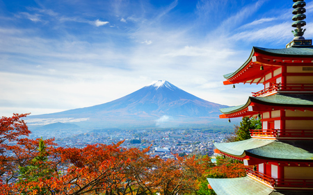 Mt. Fuji with Chureito Pagoda in autumn, Fujiyoshida, Japan Foto de archivo