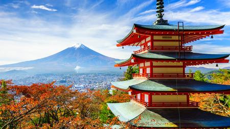 秋、富士吉田市の Chureito 塔と富士山