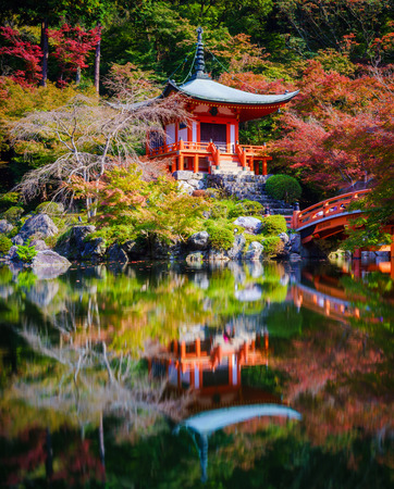 ponte giapponese: Daigoji Temple in autunno, Kyoto, Giappone