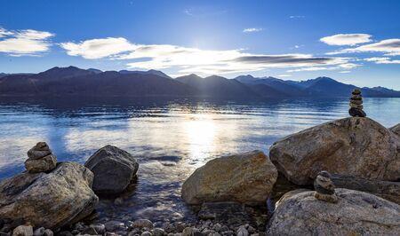 Pangong tso Lake at sunrise, Ladakh, Jammu and Kashmir, India Reklamní fotografie
