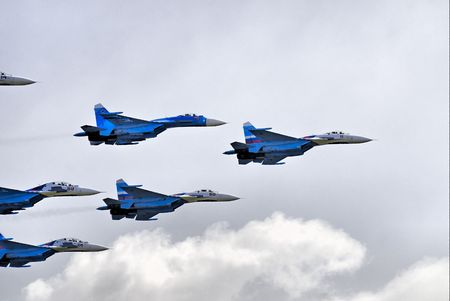 Demonstration of team work by russian pilots on SU-27 photo