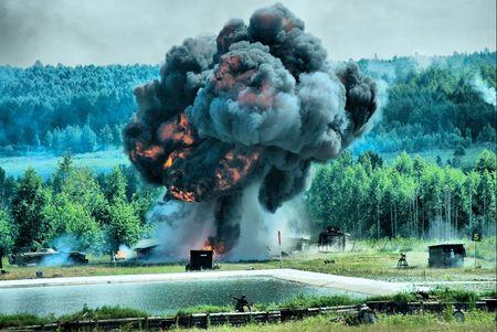 riesgo quimico: Tiro muestran en la exposici�n militar en Nizhniy Tagil, Rusia