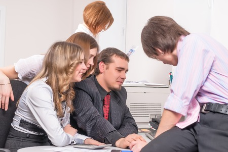 conducts: Successful business team conducts discussion in front of computer in office Stock Photo