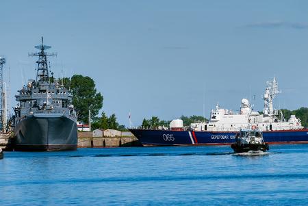 deck cannon: Baltiysk, Russia - June 29, 2010: Russian Coast Guard patrol boats