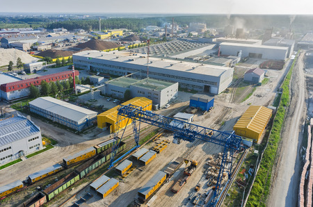 Tyumen, Rusland - 30 juli 2015: Bird eye view op JSC Tyumenstalmost fabriek