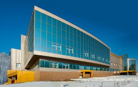 edificio industrial: Tyumen, Rusia - 17 de marzo de 2012: el centro radiol�gico para los pacientes oncol�gicos