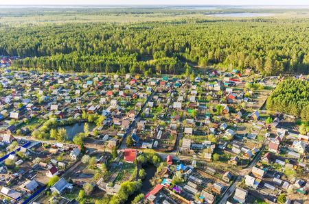 cooperativismo: Vinzili, Rusia - 13 may, 2015: Visión sobre cooperación dacha de la región de Tyumen, en la primavera de tiempo