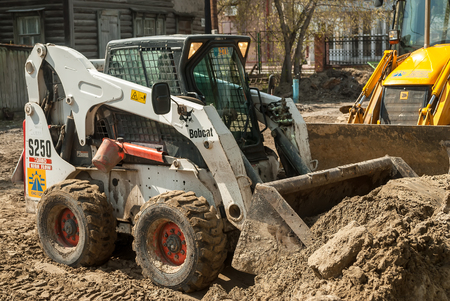 Tyumen, Russia - May 5, 2007:  skid loader working on road construction Éditoriale