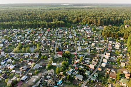 cooperativismo: Vinzili, Rusia - 23 de mayo, 2016: Visión sobre cooperación dacha de la región de Tyumen, en la primavera de tiempo