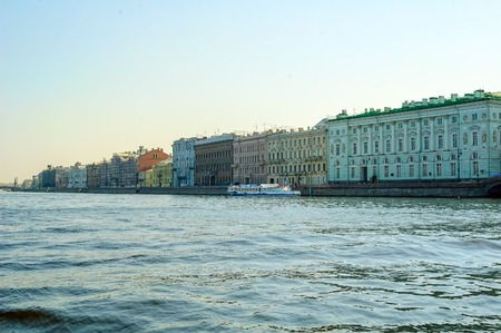 palacio ruso: Saint-Petersburg, Russia - May 13, 2006: Hermitage palace and Neva river