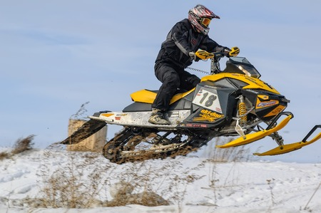 motorizado: Tyumen, Russia - March 08. 2008: IV stage of personal-team Championship of Ural Federal district in over-snow cross-country. Flying sportsman on snowmobile Editorial