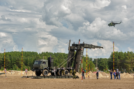 Tyumen, Russia - June 21, 2017: Army Games. Safe Route contest. Assemblage of the mechanized bridge from TMM set Redakční