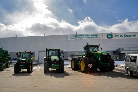 Tyumen, Russland - 4. April 2014: IV Tyumen spezialisierte Ausstellung Landwirtschaftliche Maschinen und Ausrüstungen. Exponate anzeigen