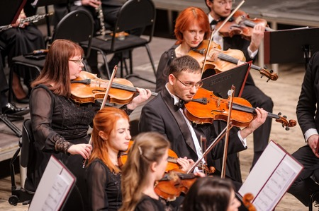 Tyumen, Russia - January 25, 2017: Concert of orchestra of the Tyumen philharmonic hall for photographers. Violin group plays 에디토리얼