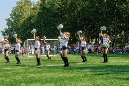 Tyumen, Russia - January 3, 2018: Football tournament among kindergartens at Geolog stadium. Cheerleaders in action Stockfoto - 128834338