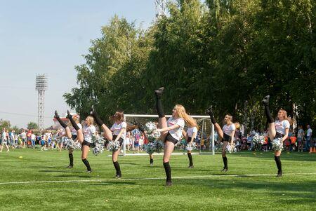 Tyumen, Russia - January 3, 2018: Football tournament among kindergartens at Geolog stadium. Cheerleaders in action Stockfoto - 128834341