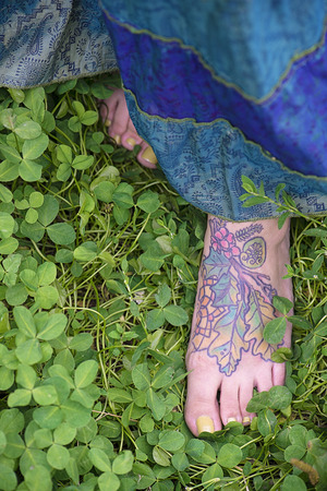 wicca: Womans feet with a colorful tattoo