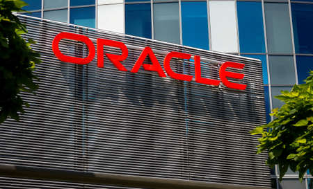 Bucharest, Romania - June 25, 2020: Oracle logo is seen on top of an architectural metal fence at ground floor of SkyTower office building in Bucharest, Romania. Image for editorial use only. Éditoriale