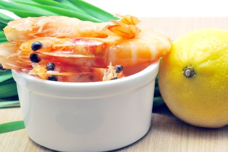 Shrimps with lemon and spring onion