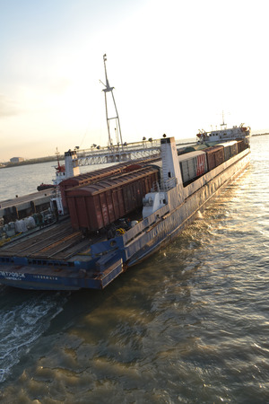 Kerch Strait, push off, the annexation of the Crimea, capture territory, mooring the ship, the ship sails away, shipping, people, freight transport, photography Strait, Black Sea, Russia