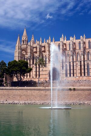 Palma de Mallorca, Mallorca, July 2019. Cathedral of Santa Maria, also La Seu. Palm Cathedral is one of the main attractions of the Balearic Islands. A beautiful building of Gothic culture. Imagens