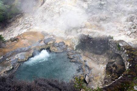 Reise nach Furnas, San Miguel, Azoren. Furnas ist ein Tal der Geysire und Fumarolen, Thermalbäder und Mineralquellen.