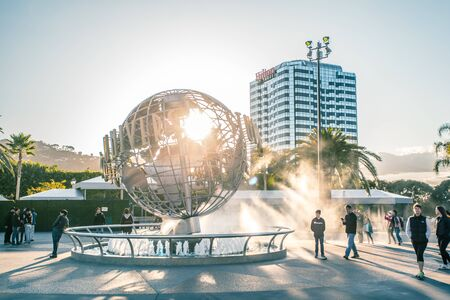 LOS ANGELES, USA - March, 2018: Universal Studios globe at the Entrance into the Universal Studios Hollywood Park, the first film studio park of Universal Studios Theme Parks across the world. 新聞圖片