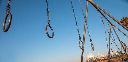 Travelling Rings for exercise at muscle beach jungle gym on in Santa Monica, California at early morning 版權商用圖片