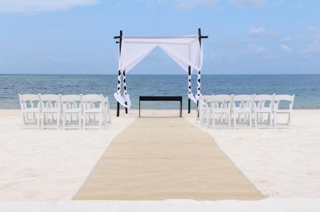 destinos: Boda configurado en el Canopy playa, sillas y alfombra en Canc�n, M�xico