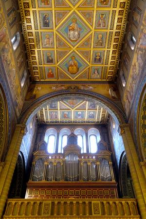 pecs: PECS, HUNGARY - JULY 2015: Golden interior of the beautiful St. Peter and St. Paul Basilica in Pecs, Hungary.