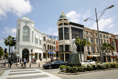 BEVERLY HILLS, USA - MAY 2015 Rodeo Drive Shoping Center in Beverly Hills Éditoriale
