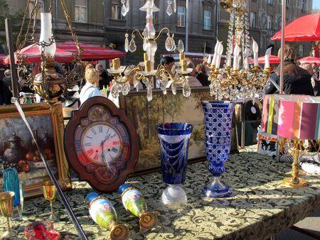 ZAGREB, CROATIA - NOVEMBER 2014 Antiques at the Sunday Flea Market at British Square in Zagreb 5266 Editoriali