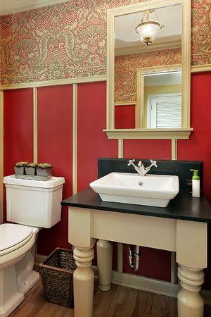 powder room: Sala de polvo en la casa con rojo de lujo dise�ado paredes