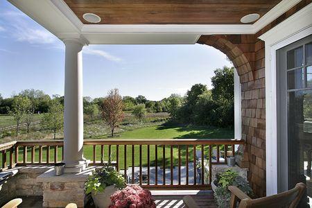 Ponte di lusso casa con vista della prateria e golf