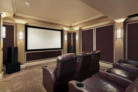home theater: Sala teatro nel lusso casa con sdraio