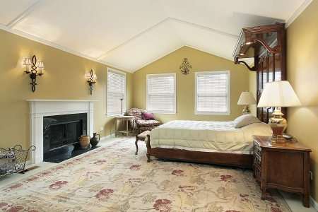 Master bedroom with sconces and gold walls Imagens