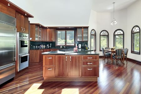 holzvert�felung: Kitchen in luxury home with cherry wood paneling