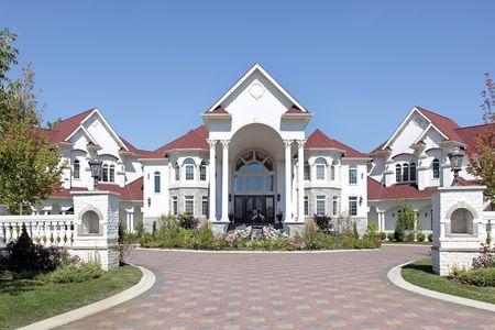 op maat: Grote luxe huis met gewelfde ingang en pannen dak