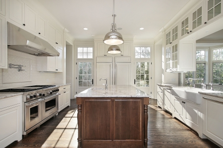 kitchen island: Kitchen in new construction home with white wood cabnietry Stock Photo
