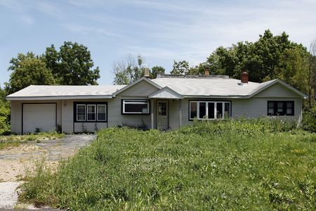 run down: Run down home with unkempt front yard Stock Photo