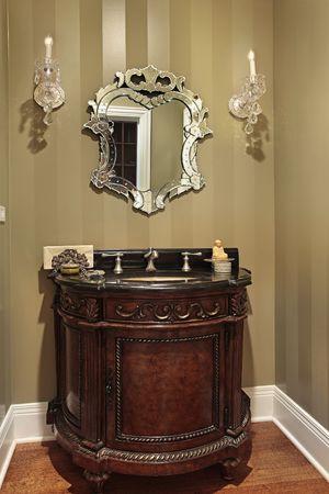 powder room: Sala de polvo en el hogar con disipador oval de lujo  Foto de archivo