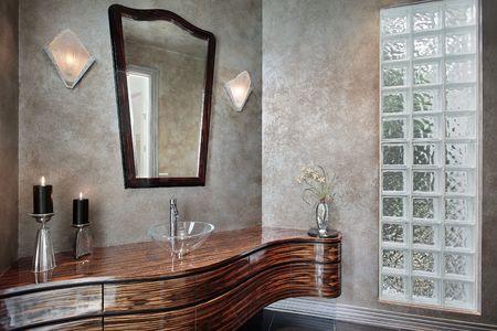 powder room: Sala de polvo en la casa con cristal con plomo de lujo  Foto de archivo