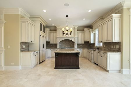 cuisine de luxe: Cuisine � domicile avec le �le de granite de nouvelle construction
