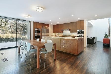 azulejos cocina: Cocina en casa con �rea de comer de lujo
