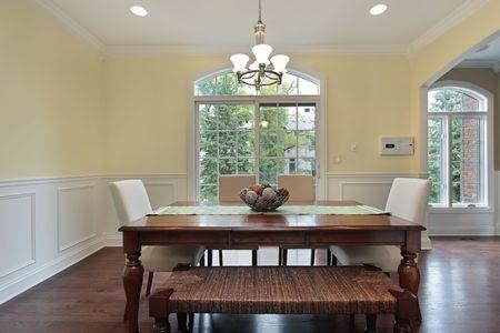 Mangiare la zona nel lusso casa con vista della sala da pranzo