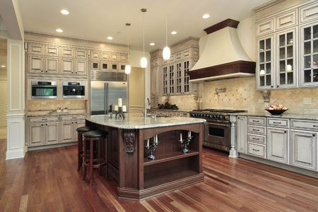 cuisine de luxe: Cuisine de luxe maison avec le �le rectangulaire Banque d'images