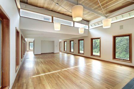 울트라 현대 가정의 대형 거실
